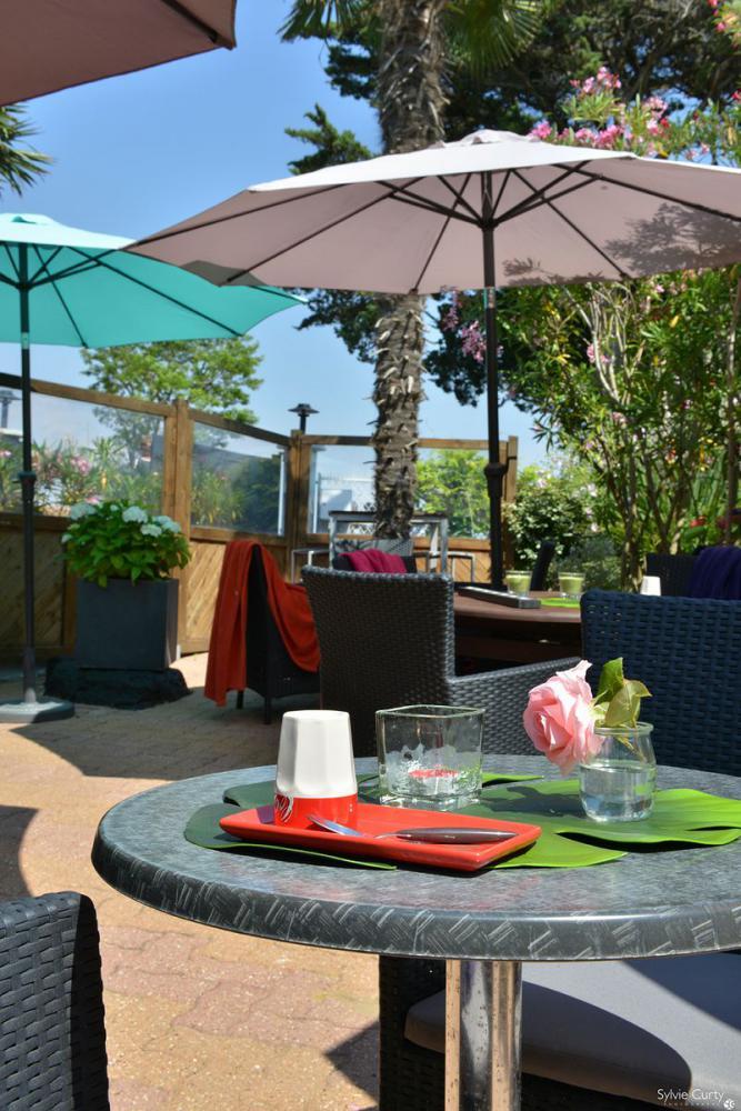 Hotel fouras tariffs hotel la roseraie in fouras bed for Fouras hotel